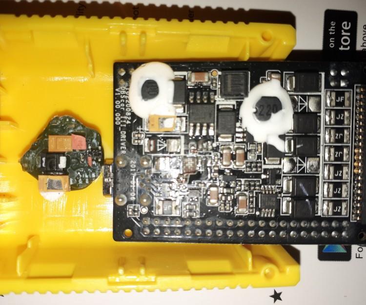 Повреждение платы сканера Easydiag 3.0 при разборе заклееного корпуса